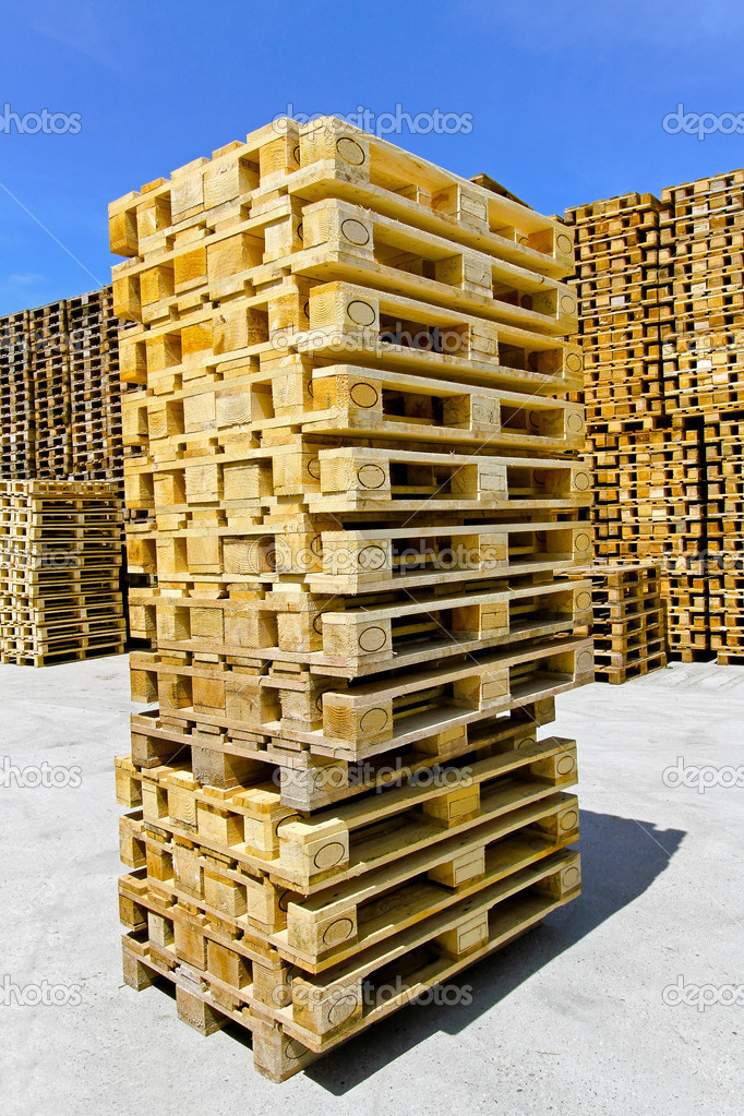 Stapelen van de pallets stockfoto baloncici 3934498 - Foto houten pallet ...