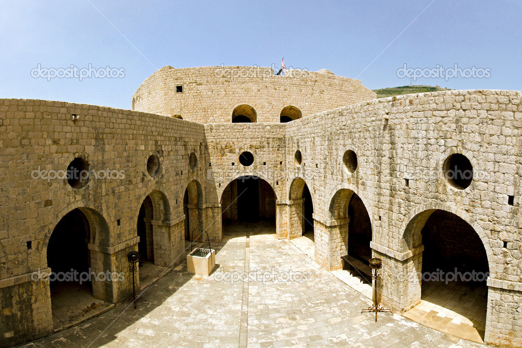 Interior shot of old castle in Dubrovnik — Stock Photo #4105075