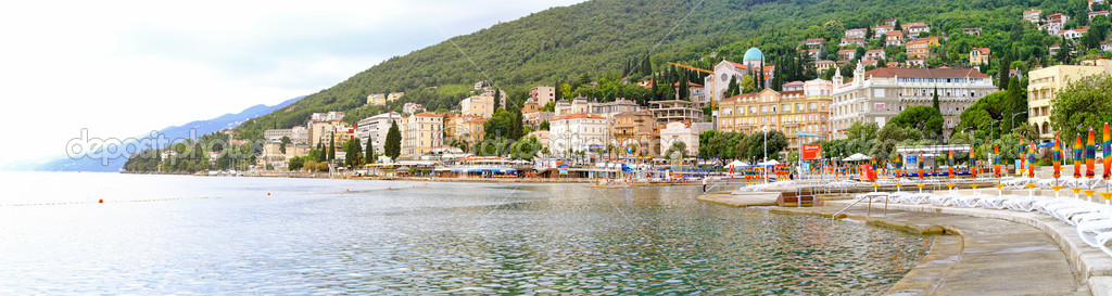 OPATIJA, CROATIA - JUNE 16: Coast line of old town Opatia at Adriatic sea on JUNE 16, 2010. Editorial — Stock Photo #4108619