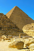 Pyramid and tombs — Stockfoto