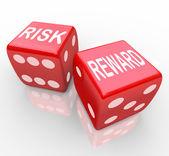 Risico en beloning - woorden over dobbelstenen — Stockfoto