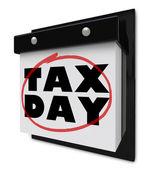 Impuestos al día - palabras en un círculo de calendario de pared — Foto de Stock