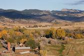 Colorado-bergdorf und ackerland — Stockfoto