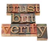 Vertrouwen, maar controleer of woordgroep — Stockfoto