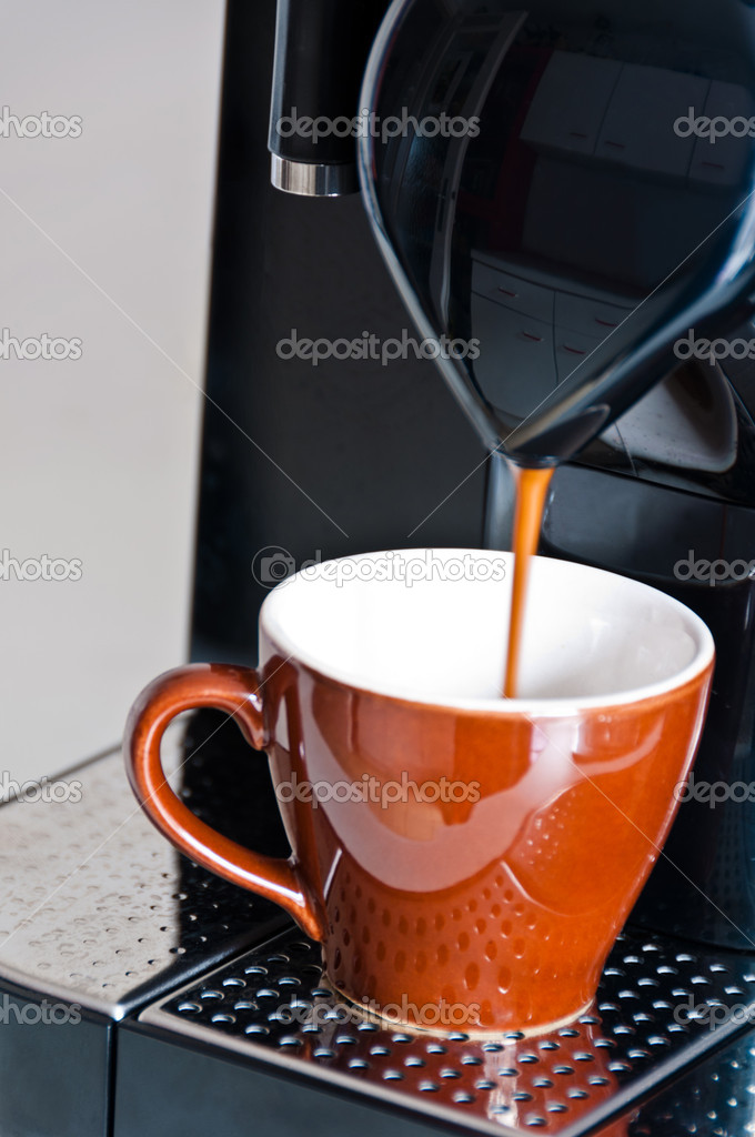 Making a creamy espresso on a black coffee machine — Stock Photo #4678549