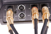 Аудио кабели подключены к видео интерфейс ящик — Стоковое фото