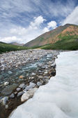 Beautiful ice on mountain river,valley,sky,clouds. — Stock Photo