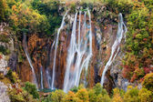 Waterfall in the Mountain Forest — Stock Photo