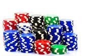 Hromádky poker žetony na bílém pozadí — Stock fotografie
