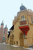 Sukiennice and St. Mary's Basilica - Cracow Old Town — Stock Photo