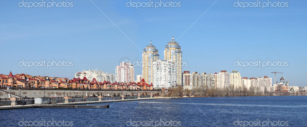 Kiev skyline and reflection on the river Dnipro — Stock Photo #5327564