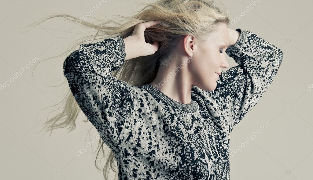 A fashion portrait of a young blonde — Stock Photo #4742735