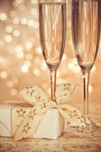 Champagne in the glass on the background bokeh — ストック写真