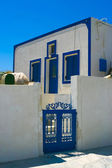 Beautiful white house with blue windows in Santorini — Stock Photo