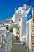 Beautiful empty street in Santorini — Stock Photo