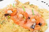 Lax fisk och skaldjur — Stockfoto