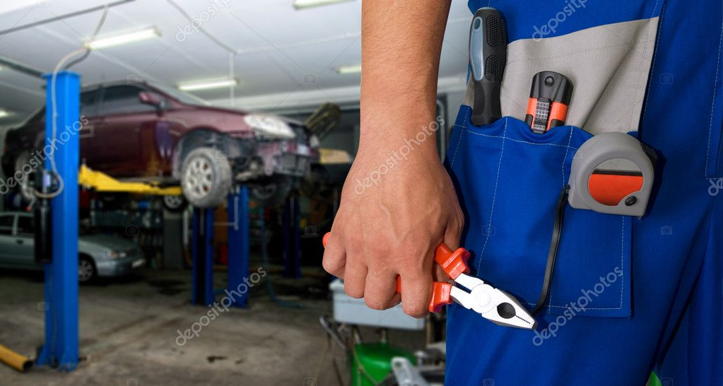 Auto mechanic closeup standing in his workshop — Stock Photo #3938350