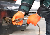 Man hands closeup with towing cable — Stock Photo