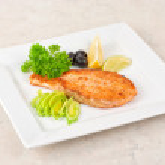Grilled salmon steak — Stock Photo #5330653