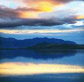 Sjön på sunset — Stockfoto