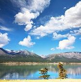Горы озеро — Стоковое фото