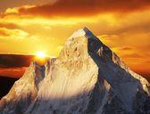 Günbatımı kayalar peak — Stok fotoğraf