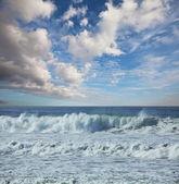 Ocean w chmury dzień — Zdjęcie stockowe