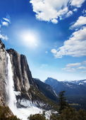 Yosemite waterfall — Stock Photo