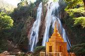 Vodopád v myanmaru — Stock fotografie