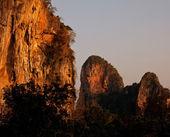 Klippor på krabi, thailand — Stockfoto