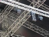 Podium verlichting licht apparatuur en projectoren — Stockfoto