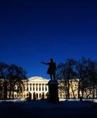 Monumento a. pushkin en artes cuadradas, san petersburgo. — Foto de Stock