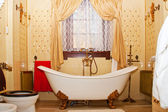 Luxury vintage bathroom interior — Stock Photo