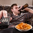Man watching TV — Stockfoto