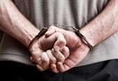 戴着手铐的刑事 — 图库照片