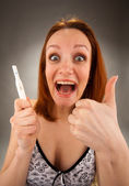 Woman with pregnancy test — Stockfoto