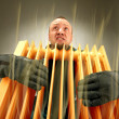Freezing man holding hot oil radiator - Foto Stock