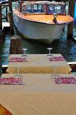 Restaurant-tabellen auf der lagune — Stockfoto