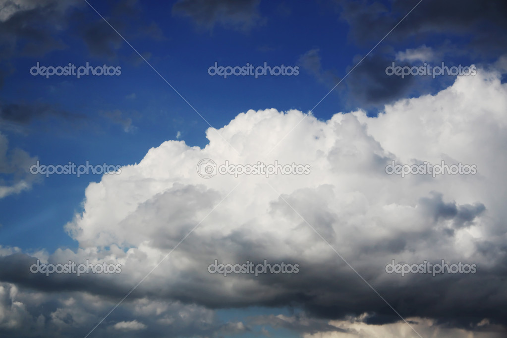Cumulus clouds in the dark blue sky   — Stock Photo #5316234