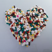 Various pills in a shape of heart — Stock fotografie
