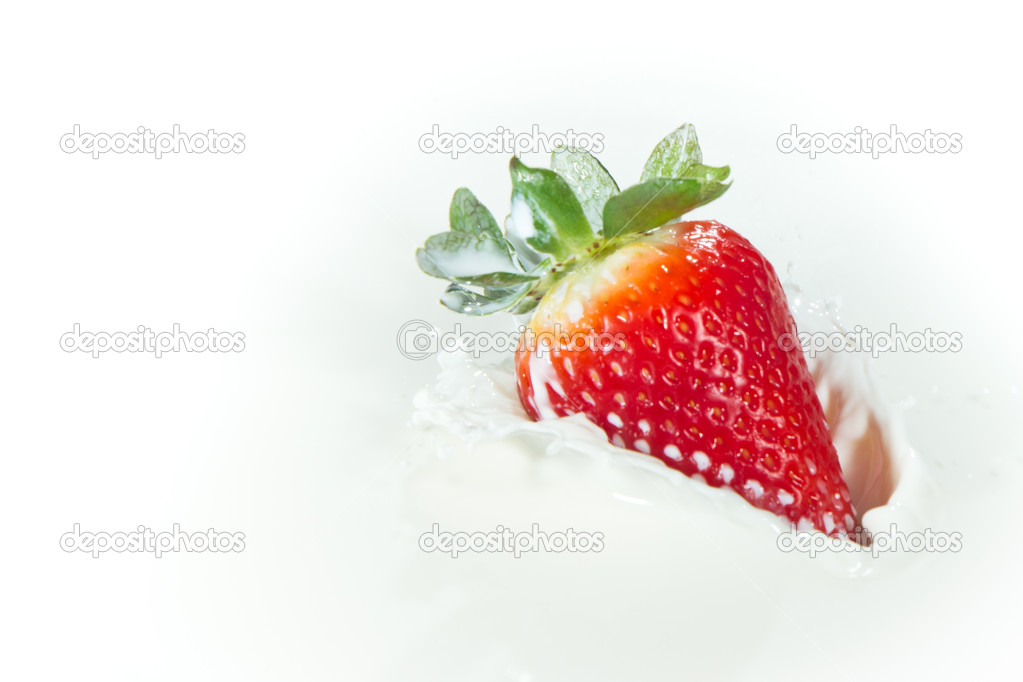 Delicious fresh strawberry falling into splashing milk — Stock Photo #5366318
