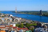 Riga, letland, stadsgezicht van saint peters kerk — Stockfoto