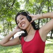 Woman listening to music — 图库照片