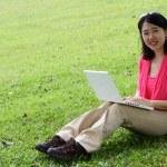 donna con portatile — Foto Stock
