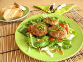 Fresh salad with meatballs — Stock Photo