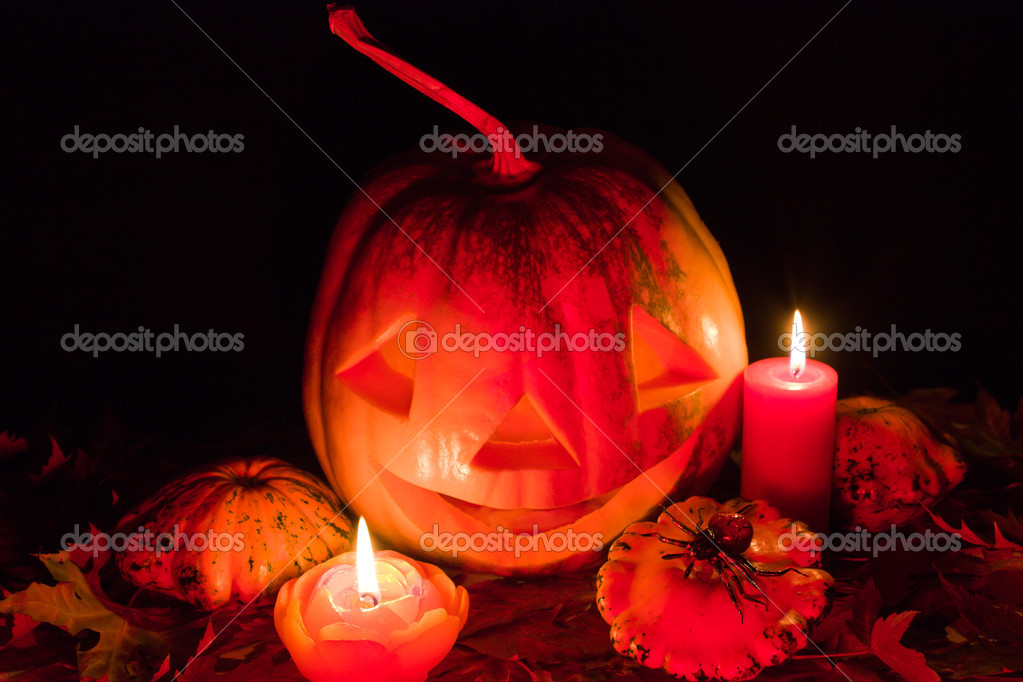 Glowing pumpkin on Halloween night — Stock Photo #4085697