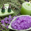 Bath salt and aroma candle for aromatherapy — Stockfoto