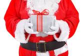 Noel baba hediyesi holding — Stok fotoğraf