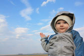 The kid shows his hand at landscape — Stock Photo