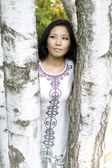 Dziewczyna spaceru w parku jesień — Zdjęcie stockowe